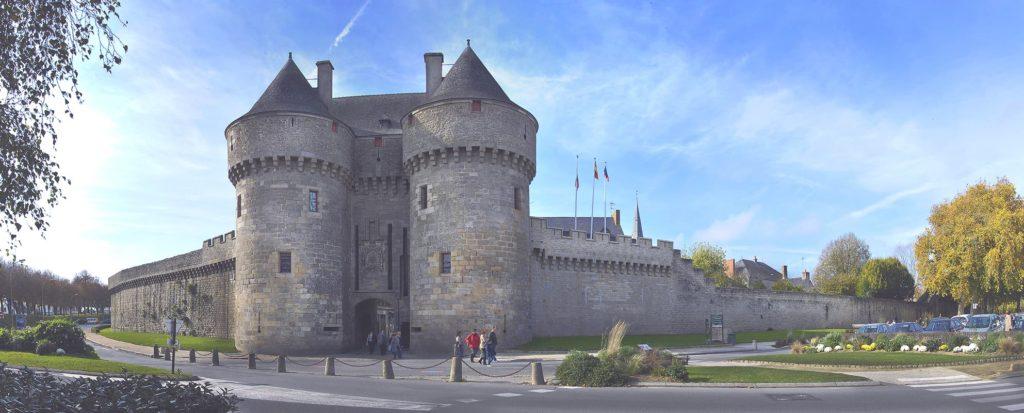 A moins d'1 heure de Nantes venez découvrir la ville de Guérande. Et n'oubliez pas de faire une Halte au Domaine de Port Aux Rocs.